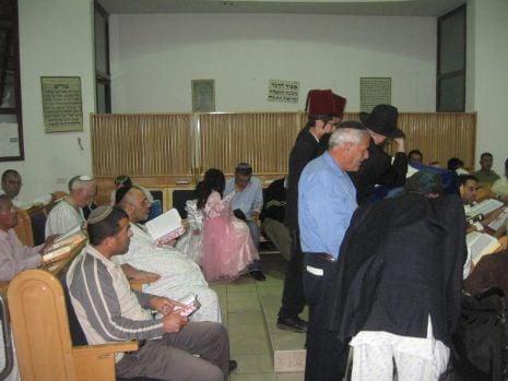 קריאת המגילה בבית הכנסת במרכז רפואי קפלן